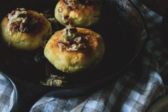 Kartoffelküchlein mit Sauerkraut Pilz Füllung