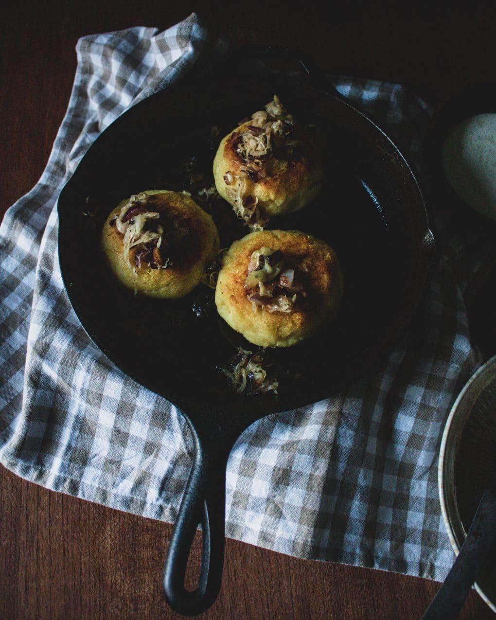 Kartoffelküchlein mit Sauerkraut Pilzfüllung
